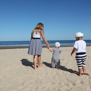 3 Geschwister am Strand