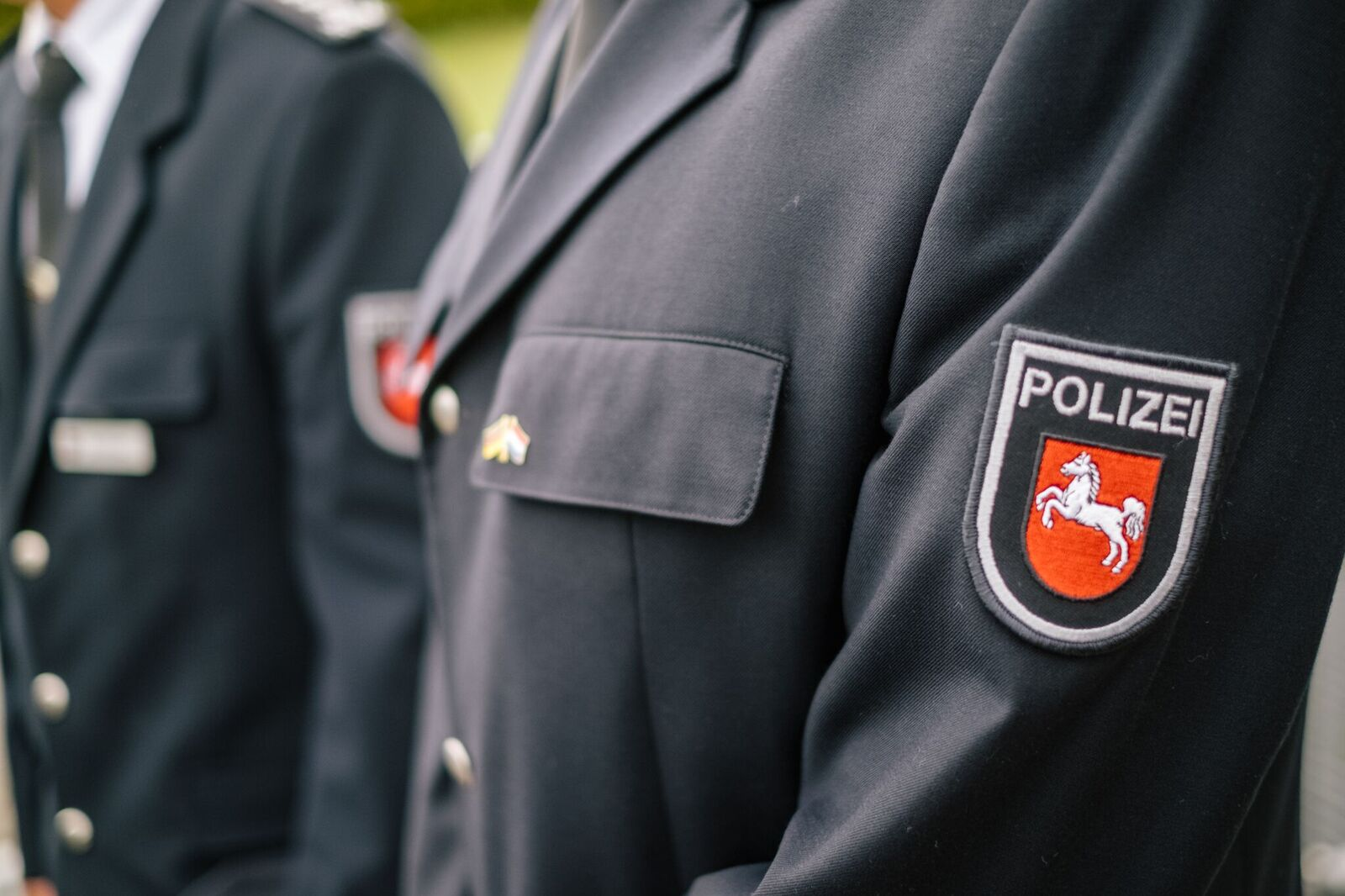 Foto einer Person in Polizeiuniform
