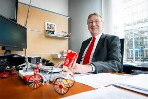 Bernd Lange im Büro